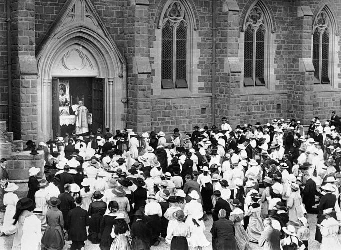 images/Images/HistoryTimeline/SacredHeartCathedral1915.jpg